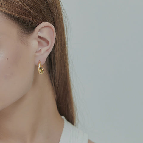 THE 18K GOLD PLATED MINIMALIST HOOP EARRINGS (2 Colors)