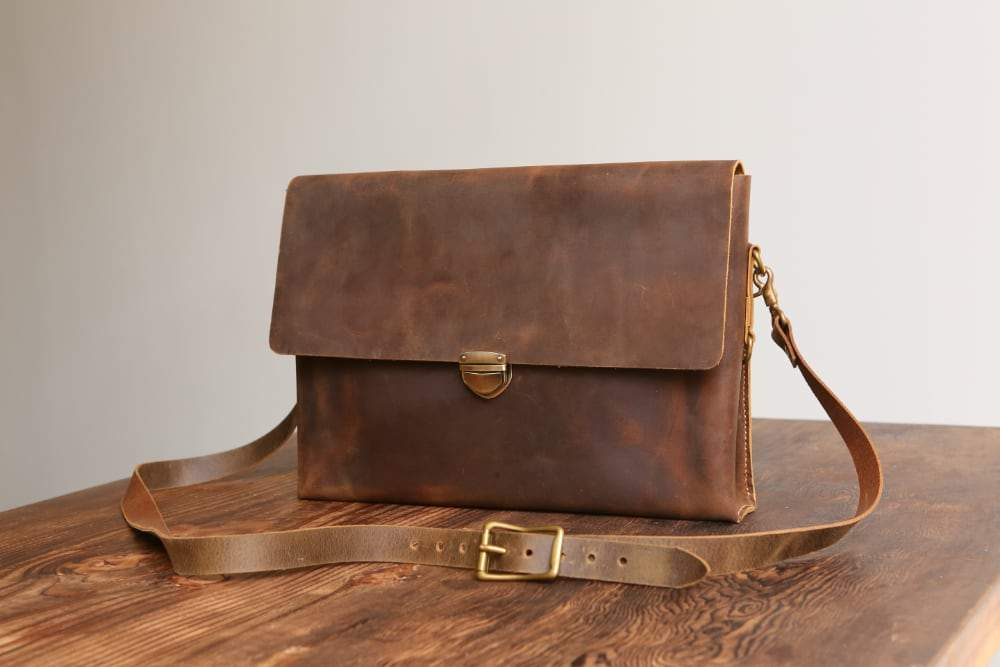 "Distressed Leather 14"" Laptop Cross Body Satchel Briefcase - Vintage Rebellion"