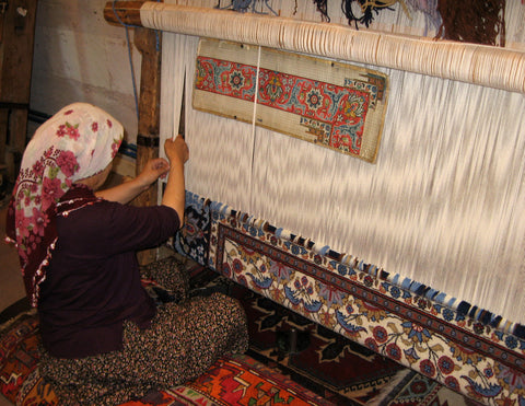 Specially designed loom for hand making rugs
