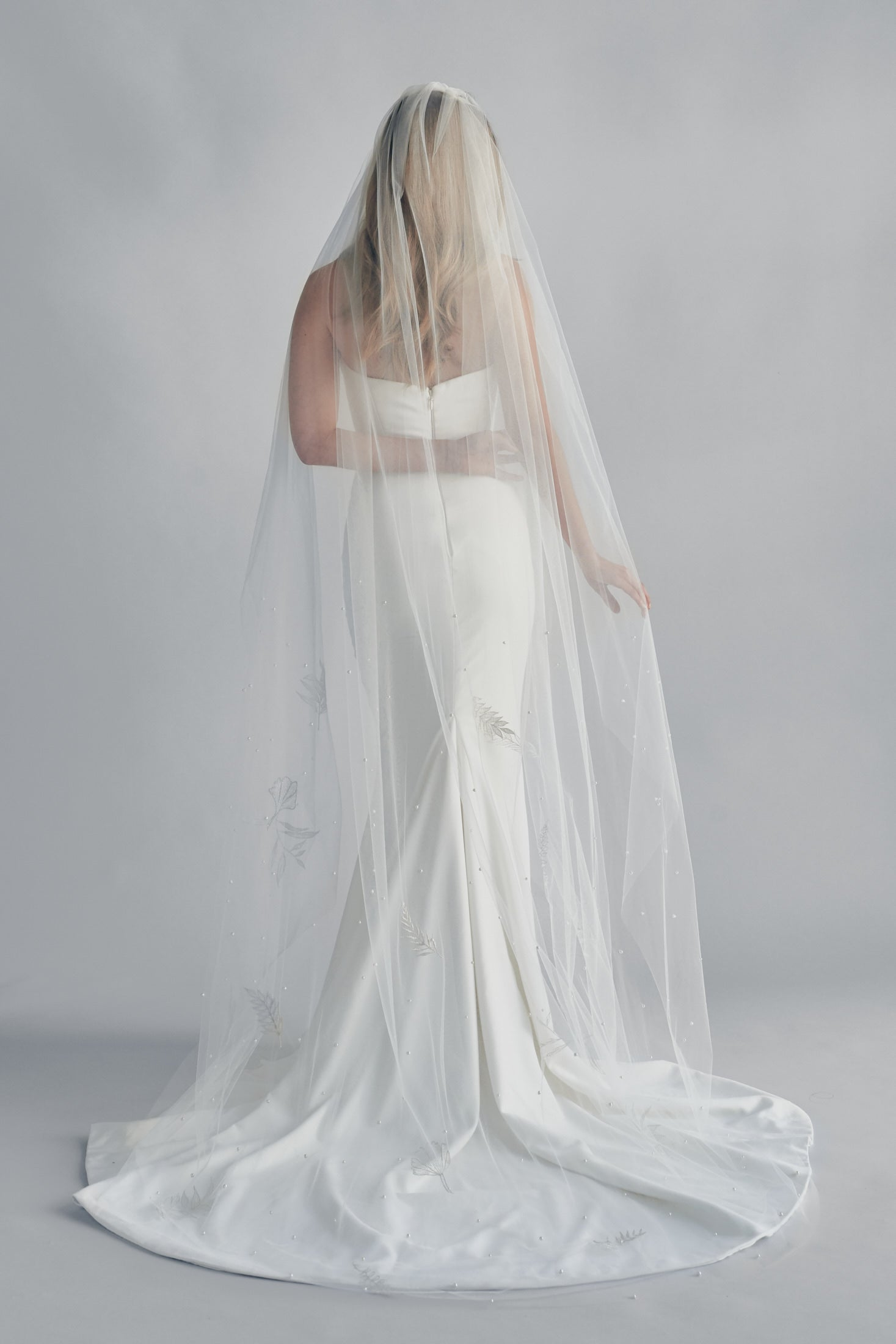 AURORA EMBROIDERED PEARL BEADED TWO LAYER VEIL