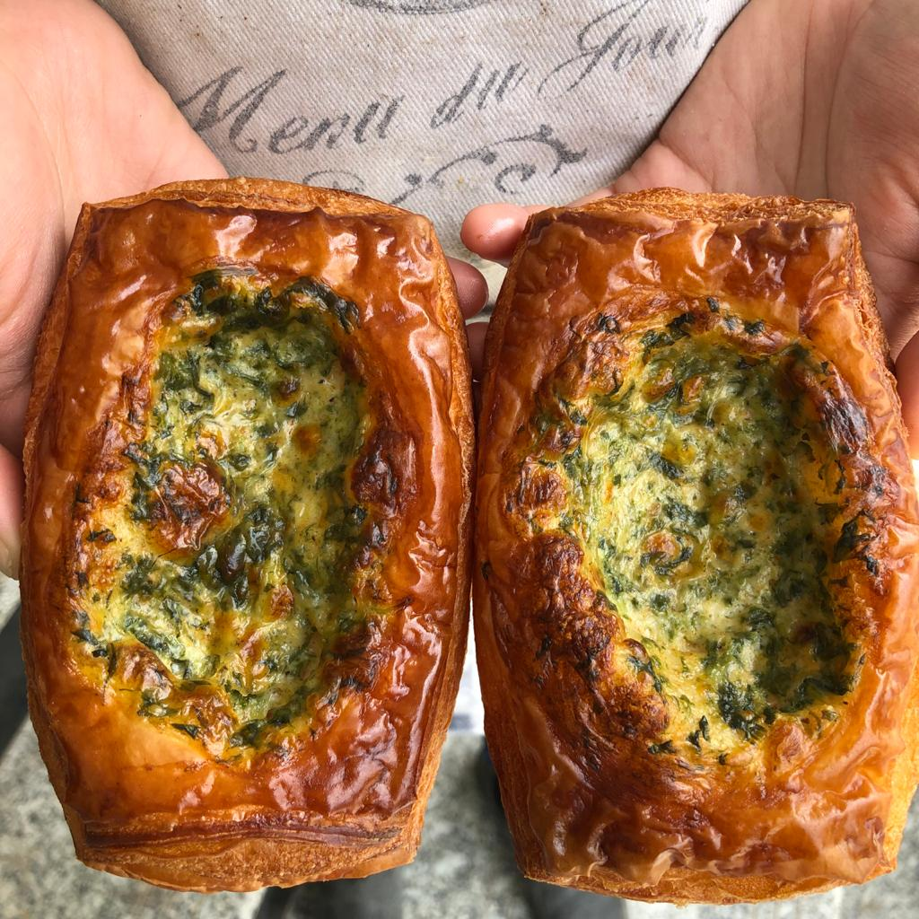 SPINACH IN CHEDDAR AND BECHAMEL SAUCE CROISSTATA