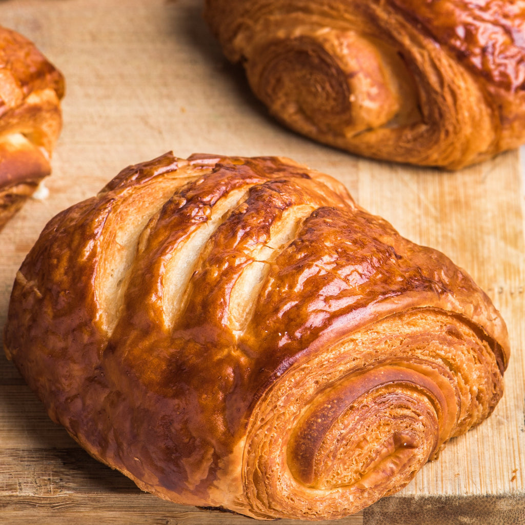 SMOKED CHICKEN HAM & CHEESE CROISSANT