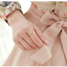 Women's Twisted Jewelry Rose Gold Color Flower Rhinestone Ring - ElegantBags.Shop