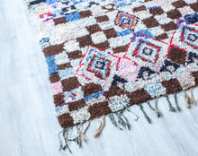 Load image into Gallery viewer, Vintage Boucherouite Rug 'Jouer' - a Modern Medina