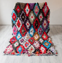 Load image into Gallery viewer, Vintage Boucherouite Rug 'Triangle' - a Modern Medina