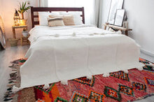Load image into Gallery viewer, Pompom Blanket 'White' - a Modern Medina