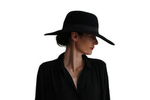 Load image into Gallery viewer, Capeline Felt Hat - Black
