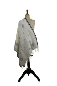Embroidered Linen scarf