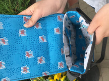 Load image into Gallery viewer, Thin Messenger Bag With Junco Freehand Bird Applique