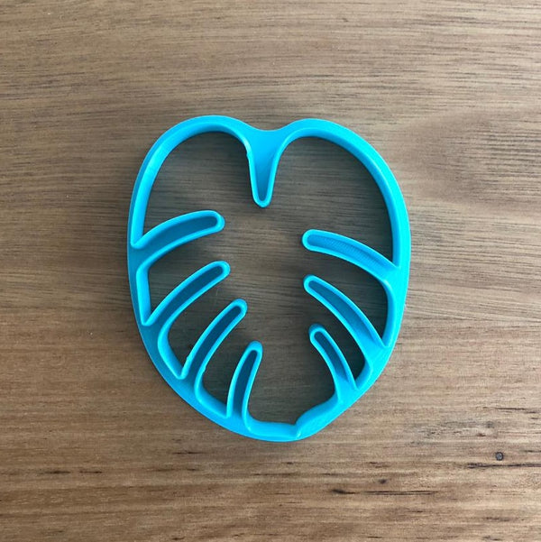 Monstera Leaf Cookie Cutter measures approx. 80mm tall by 68mm wide  We can customise with a stamp to add a message, send a message to enquire!