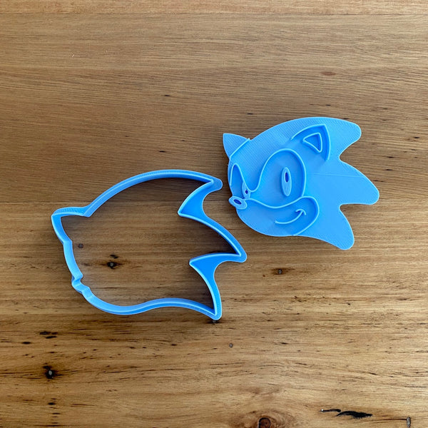 Sonic the Hedgehog Cookie Cutter & Optional Emboss Stamp measures approx. 70mm tall by 90mm wide.  We also have a 5 piece Cutter and Stamp set to make awesome Cookies with the different coloured pieces - check our other listing!  Also, don't miss our other Kids themed cookie cutters