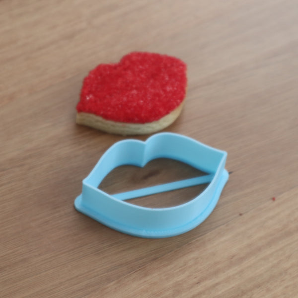 kissing lips cookie cutter