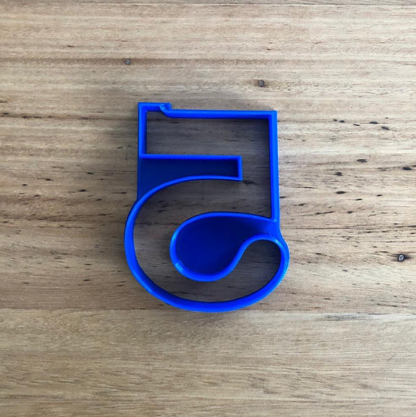 Full set of Numbers Cookie Cutters 0-9. Choose individual numbers or the whole set.   Dimension of width varies by number, see below for estimated sizes (h x w in mm)    Each number is 75mm tall, see below for individual widths.