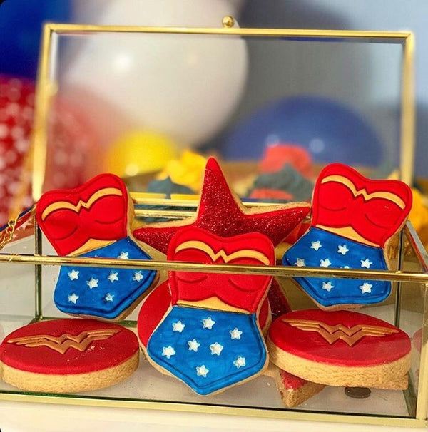 Wonder Woman Logo Stamp measures approx. 70mm diameter.  Don't miss our Wonder Woman set and other Superhero theme cookie cutters - just type in