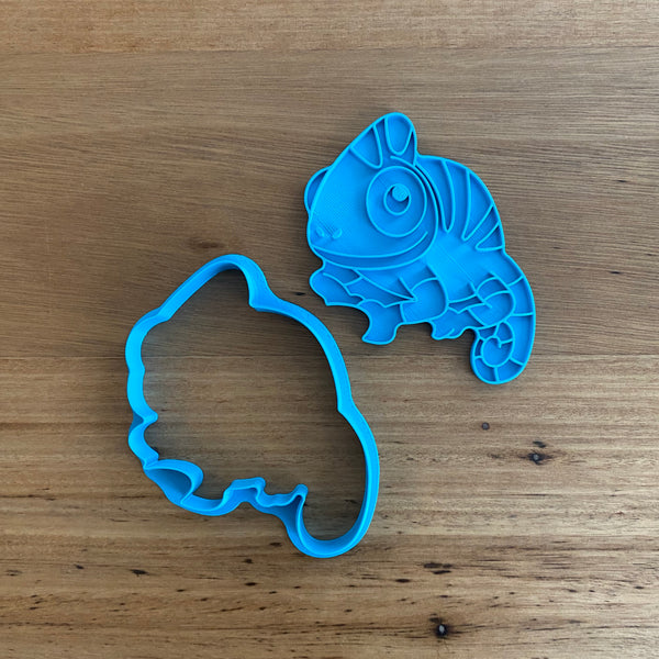 Chameleon Cookie Cutter with optional Stamp  This Super cute Chameleon design comes with the option of choosing the outline cutter only, or adding the optional stamp which you can use on fondant or straight on to cookies.