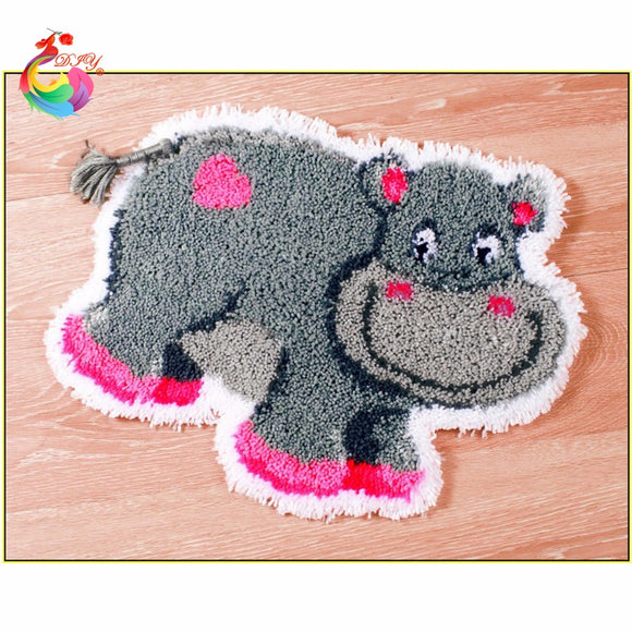 Hippo Latch Hook Rug Kit with Yarn and Tool