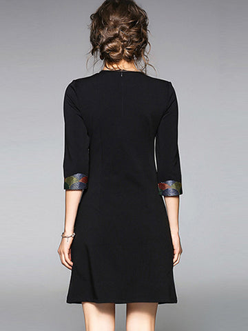 Delicate Embroidery Loose 3/4 Sleeve Shift Dress