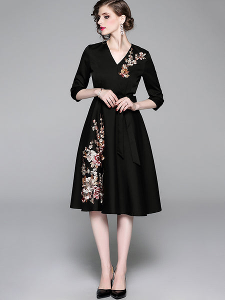 Embroidery Lace-Up Seven Sleeves A-Line Dress