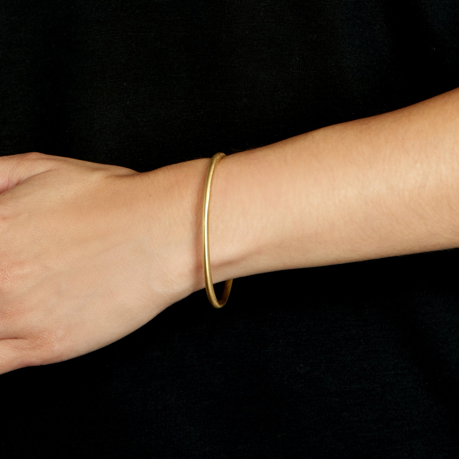 Round Bangle - Brushed 18k Gold