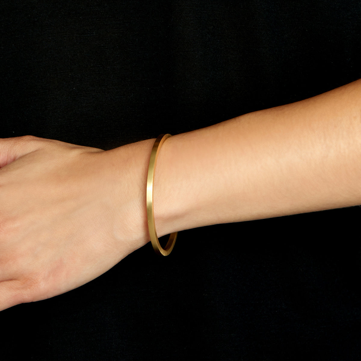 Squared Edge Bangle - Brushed 18k Gold