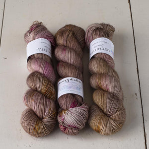 Uschitita Singles-Yarn-Uschitita-Amygdala-The Sated Sheep