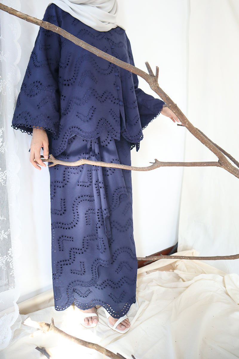 Layla Loose Kebaya Set (Navy Blue)