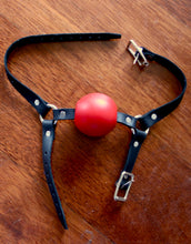 Load image into Gallery viewer, Classic Style Single Strap Gag with Chin Strap