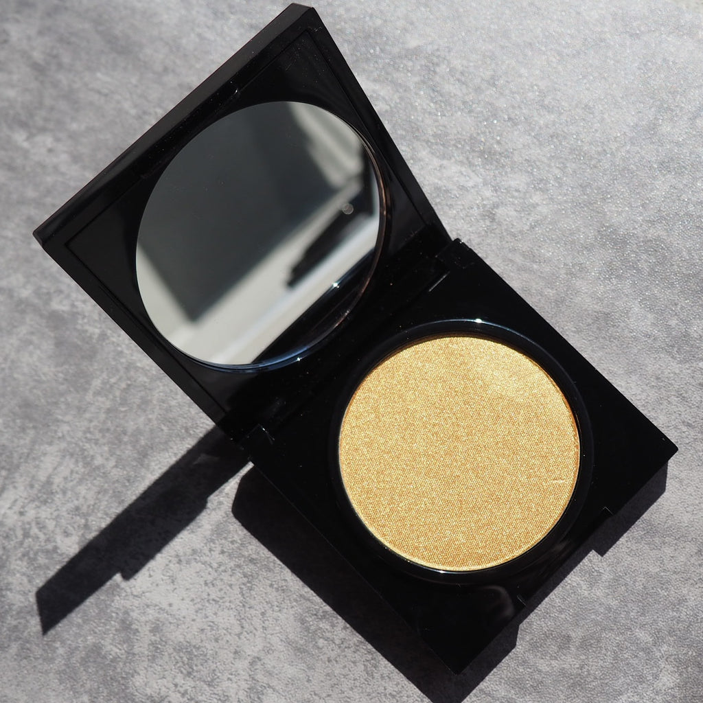 Yellow gold highlighter prismatic high shine long lasting