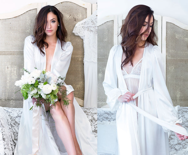 Bridal robe in ivory silk with bouquet