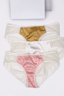 White- 3 knickers gift set