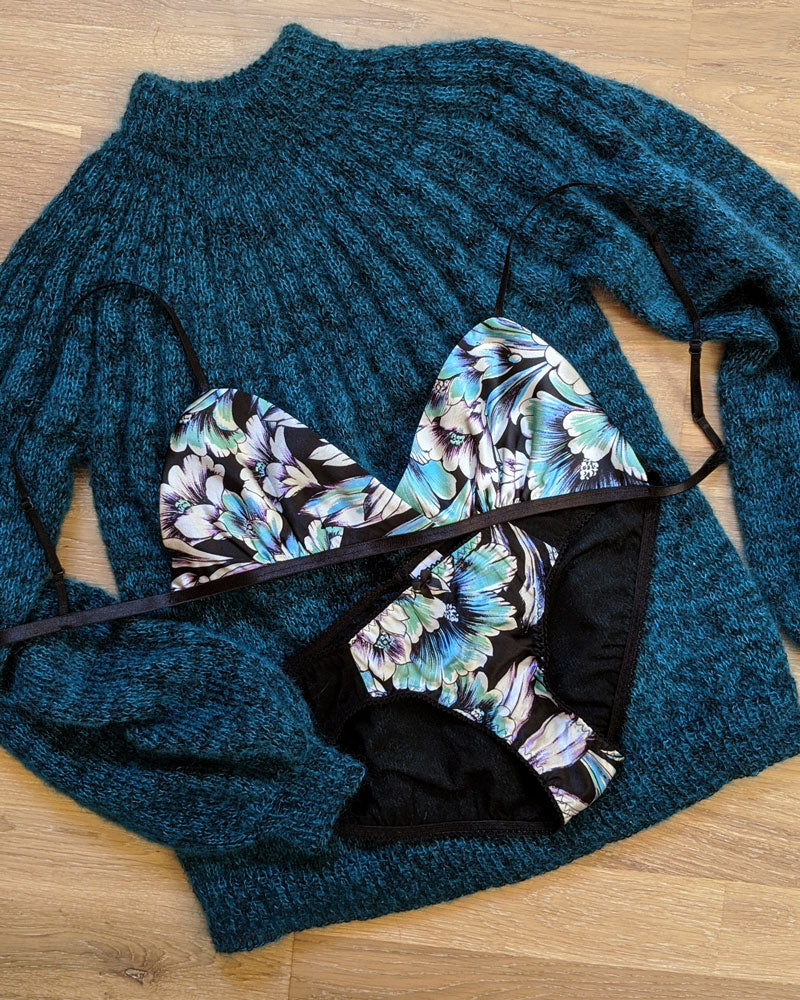 Teal green and black underwear set in 100% pure silk with a bralette and sweater