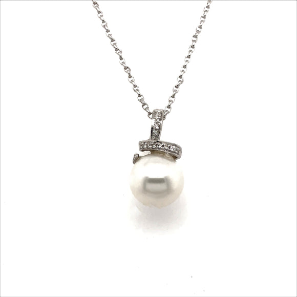 18Ct White Gold Diamond And Fresh Water Pearl Pendant