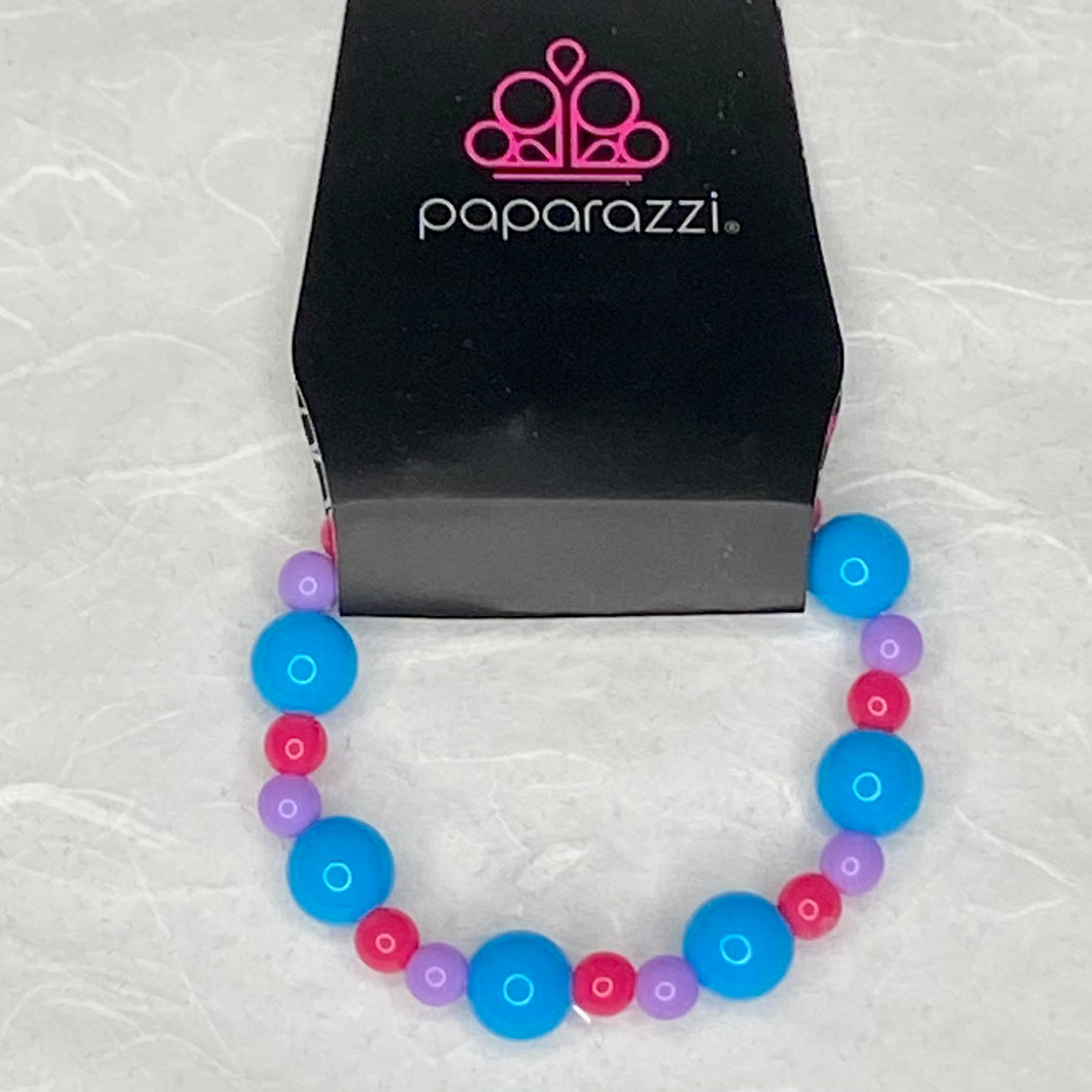 This beautiful stretchy bracelet comes with large blue beads with smaller pink and purple beads for your little princess.