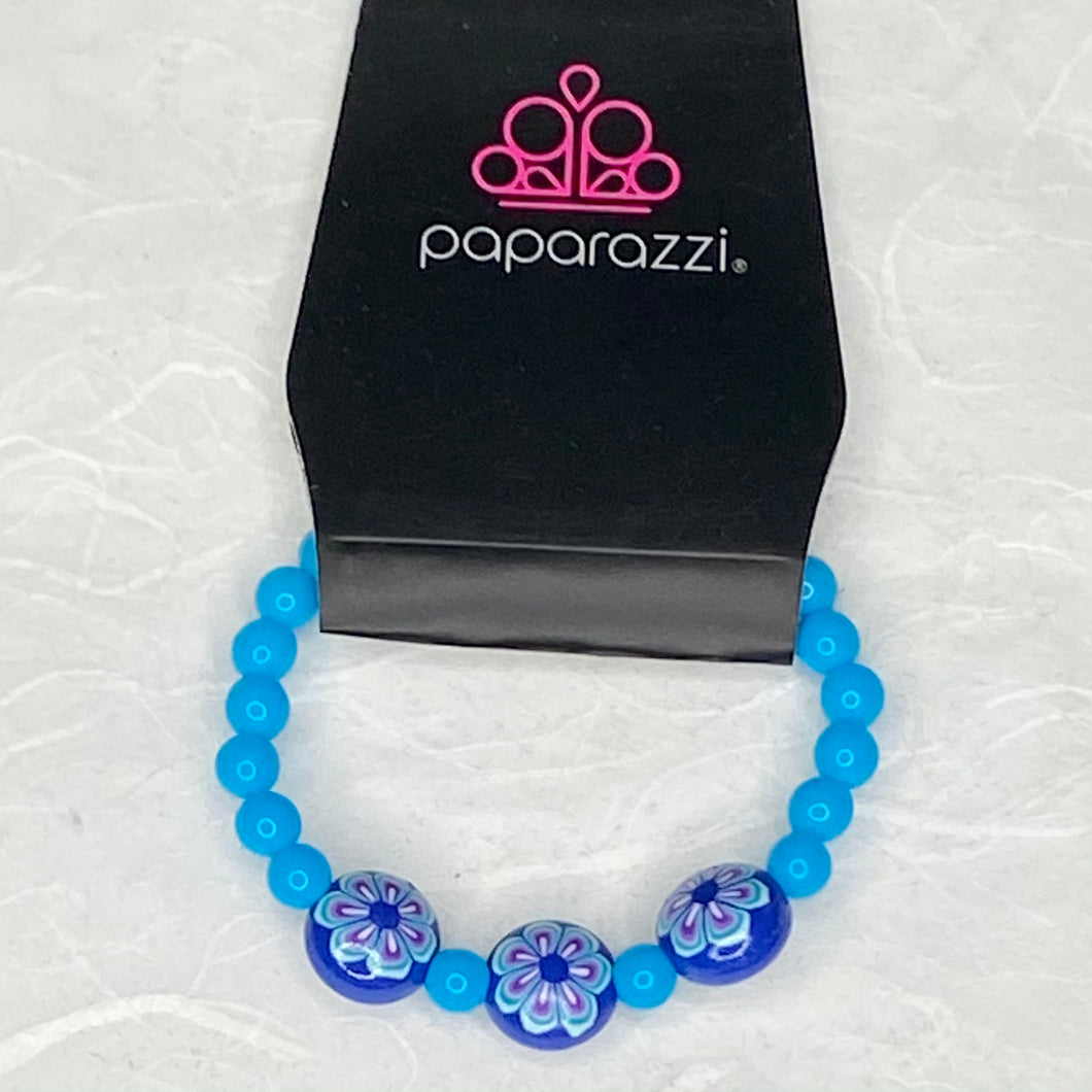 This beautiful stretchy bracelet comes with aqua beads and blue beads with painted floral design on a stretchy band for your little princess.