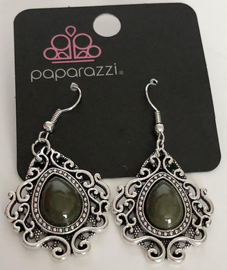Paparazzi Earrings in silver with green