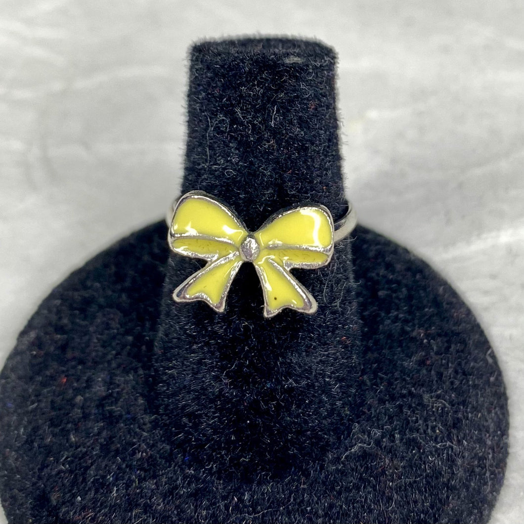 Pretty enamel yellow bow on an adjustable silver band.