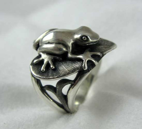 Frog on Lilly Pad Ring in Sterling Silver