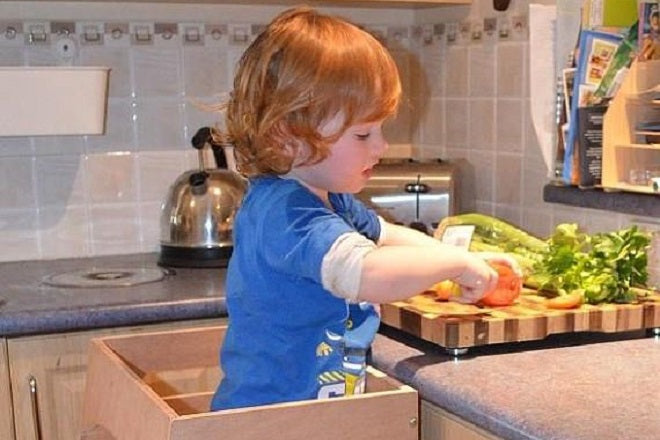 Encouraging food exploration in children