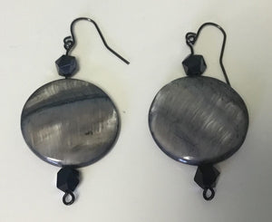 Circular metallic earrings