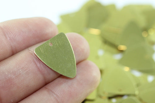 Brass Guitar Pick Blanks with Hole, 24 Gauge 16x18 mm Raw Brass, Brass Stamping Blanks, Triangle tags, triangle charms, TRBK