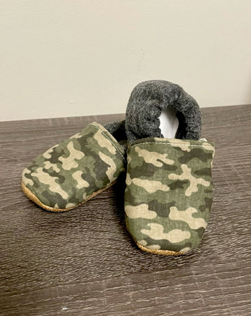 TRENDY BABY MOCC SHOP DISTRESSED KNIT CAMO MOCCASINS