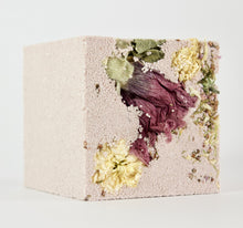 Load image into Gallery viewer, Nourish / NATURAL EFFERVESCENT BATH CUBE