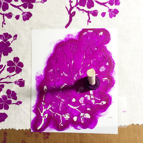 Fabric stenciling using a spouncer | DivineNY.com