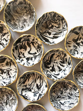Load image into Gallery viewer, Bulk Wedding Favors - Black and White Marbled Ring Dish