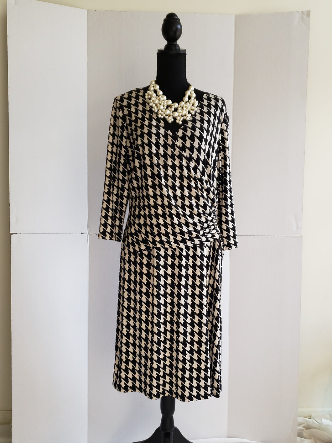 Houndstooth Print Wrap Dress (Evan-Picone)