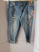 Load image into Gallery viewer, Plus Size  Distressed Roll Up Jean Pants