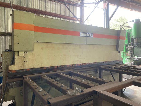 90 Ton X 14' Donewell H90-4270 CNC Press Brake
