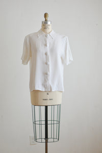 White vintage buttoned down top -