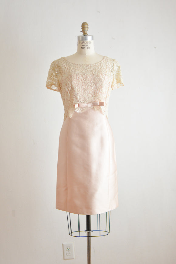 Vintage 1960's blush shift dress- Small