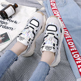 Recreational thick-soled laced round-headed running sneakers